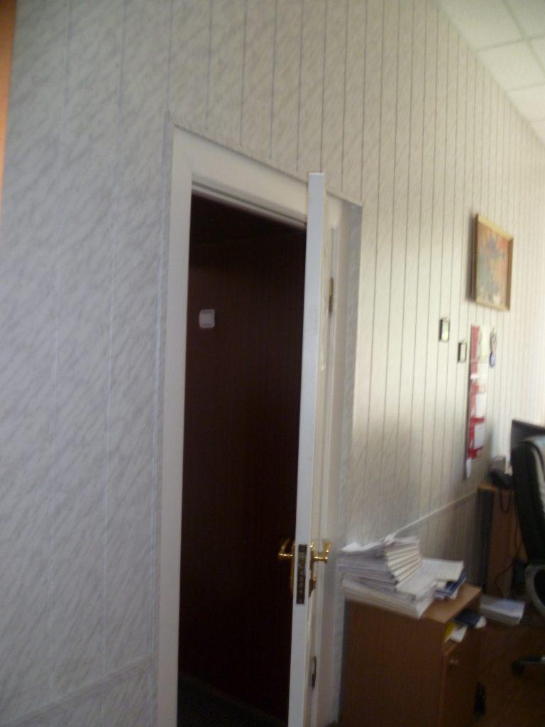 Vhod-v-zal-sudebnogo-zasedaniya-Lobarchuk-768x1024